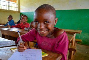 Niños en una escuela de Mintom